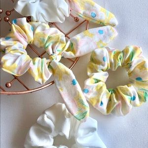 Accessories - White with bow scrunchie